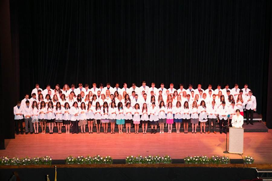 Sixth Class of Paul L. Foster SOM Students Receive White Coats During Ceremony