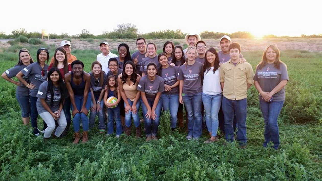 TTUHSC El Paso Faculty and Staff Treat JAMP Pre-Med Students To Horseback Riding
