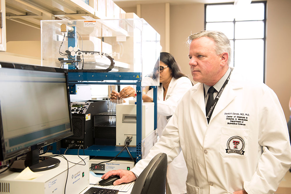 David P. Cistola, MD, PhD, director of TTUHSC El Paso's Center of Emphasis in Diabetes and Metabolism, has discovered a biomarker that could help detect a condition that precedes Type 2 diabetes early enough to prevent the disease from taking hold. The biomarker, water T2, can be measured in just a few minutes using a small blood sample from a finger stick.