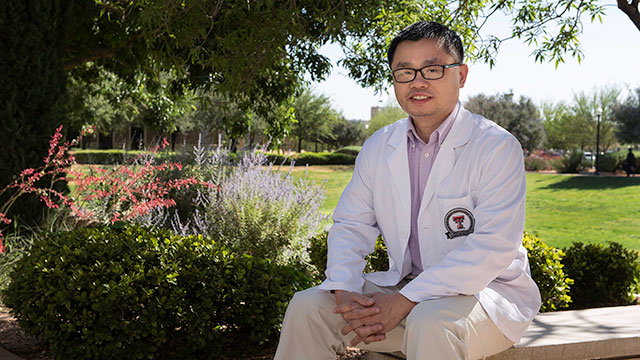 Foster Scholar Risheng Ye's Research Inspires His Pursuit of a Medical Career