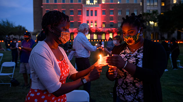 TTUHSC El Paso Candlelight Vigil Brings Community Together During an Evening of Reflection and Remembrance