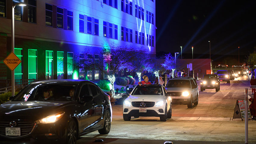 El Pasoans Celebrate the Holiday Season with Safe, Drive-Through Light Show