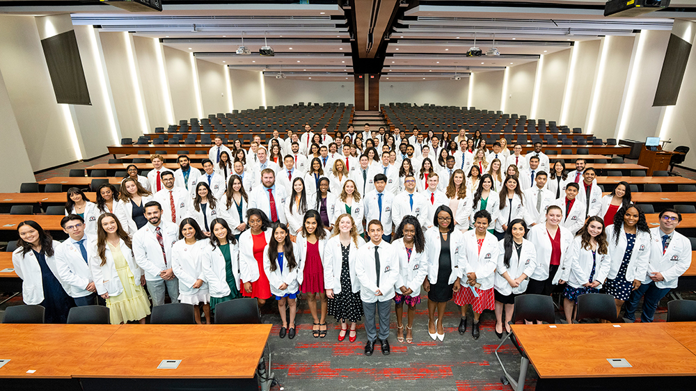 Foster School of Medicine's Largest Incoming Class Receives White Coats from the El Paso Community